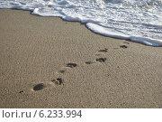 Купить «Следы в море», фото № 6233994, снято 7 сентября 2012 г. (c) Юлия Елисеева / Фотобанк Лори