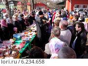 Купить «Освящение куличей перед Пасхой», эксклюзивное фото № 6234658, снято 19 апреля 2014 г. (c) Александр Гаценко / Фотобанк Лори