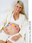 Купить «Pregnant woman spending free time.», фото № 6236518, снято 12 июля 2020 г. (c) BE&W Photo / Фотобанк Лори