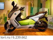 Купить «Berlin, Germany, BMW Electric Scooter C evolution», фото № 6239662, снято 4 апреля 2014 г. (c) Caro Photoagency / Фотобанк Лори