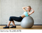 Купить «smiling woman with exercise ball in gym», фото № 6243878, снято 7 июня 2014 г. (c) Syda Productions / Фотобанк Лори