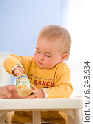 Купить «Child eating a meal.», фото № 6243934, снято 7 июня 2020 г. (c) BE&W Photo / Фотобанк Лори