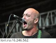 Купить «Дмитрий Оганян  — гитарист группы «Кукрыниксы»», фото № 6246562, снято 29 июня 2013 г. (c) Голованов Сергей / Фотобанк Лори