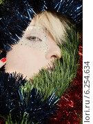 Купить «Portrait of a blonde girl with Christmas chains.», фото № 6254634, снято 20 февраля 2019 г. (c) BE&W Photo / Фотобанк Лори