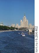 Купить «Москва-река, высотное здание на Котельнической набережной», эксклюзивное фото № 6264402, снято 12 июля 2014 г. (c) Dmitry29 / Фотобанк Лори