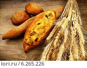 Купить «Свежий домашний хлеб с пшеницей», фото № 6265226, снято 15 мая 2012 г. (c) ElenArt / Фотобанк Лори