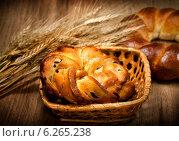 Купить «Свежий домашний хлеб с пшеницей», фото № 6265238, снято 6 августа 2011 г. (c) ElenArt / Фотобанк Лори