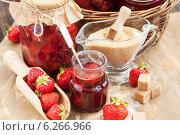 Купить «Домашнее клубничное варенье», фото № 6266966, снято 23 июля 2014 г. (c) Ekaterina Smirnova / Фотобанк Лори