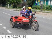 Купить «Поездка на мотоцикле ИЖ-Планета», фото № 6267198, снято 23 июня 2013 г. (c) Анатолий Матвейчук / Фотобанк Лори