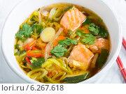 Купить «Мисо суп с лососем крупным планом», фото № 6267618, снято 27 июля 2014 г. (c) Марина Сапрунова / Фотобанк Лори