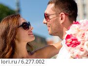 Купить «smiling couple in city», фото № 6277002, снято 23 июля 2014 г. (c) Syda Productions / Фотобанк Лори