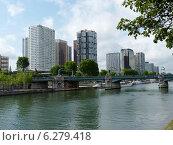 Купить «Мост Руэль и высотки района Гренель в Париже», фото № 6279418, снято 23 мая 2014 г. (c) Наталия Журавлёва / Фотобанк Лори