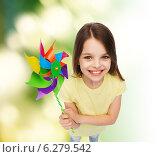 Купить «smiling child with colorful windmill toy», фото № 6279542, снято 30 апреля 2014 г. (c) Syda Productions / Фотобанк Лори