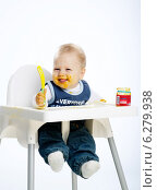 Купить «Little boy while eating and sitting in a highchair.», фото № 6279938, снято 24 мая 2019 г. (c) BE&W Photo / Фотобанк Лори