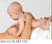 Купить «Woman with a child.», фото № 6282110, снято 19 февраля 2018 г. (c) BE&W Photo / Фотобанк Лори