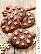 Купить «Round chocolate cookies decorated with icing stars», фото № 6291454, снято 25 мая 2019 г. (c) BE&W Photo / Фотобанк Лори
