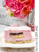 Купить «Layer cake with pink icing. Rustic box with freesia flowers in the background. Party table setting», фото № 6291642, снято 29 февраля 2020 г. (c) BE&W Photo / Фотобанк Лори