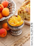 Купить «Bowl of apricot jam. Healthy food», фото № 6291878, снято 18 июня 2019 г. (c) BE&W Photo / Фотобанк Лори