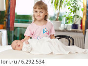 A girl with a baby. Стоковое фото, агентство BE&W Photo / Фотобанк Лори