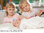 Two girls with a baby. Стоковое фото, агентство BE&W Photo / Фотобанк Лори