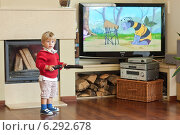 Купить «A child watching tv at home», фото № 6292678, снято 18 августа 2018 г. (c) BE&W Photo / Фотобанк Лори
