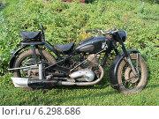 Ретро-мотоцикл ИЖ-49 вид справа (2014 год). Редакционное фото, фотограф Андрей / Фотобанк Лори
