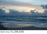 Купить «Вечерний морской пейзаж», эксклюзивное фото № 6298698, снято 16 августа 2014 г. (c) Svet / Фотобанк Лори