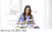 Купить «Smiling student girl with tablet pc and books», видеоролик № 6303102, снято 11 марта 2014 г. (c) Syda Productions / Фотобанк Лори
