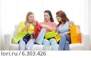 Купить «Smiling teenage girls with many shopping bags», видеоролик № 6303426, снято 8 мая 2014 г. (c) Syda Productions / Фотобанк Лори