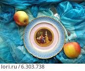 Купить «Старинное блюдо с яблоками», фото № 6303738, снято 3 мая 2014 г. (c) Светлана Голубкова / Фотобанк Лори