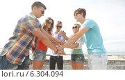 Купить «Group of smiling teenagers hanging out outdoors», видеоролик № 6304094, снято 12 августа 2014 г. (c) Syda Productions / Фотобанк Лори