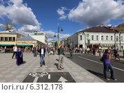 Купить «Благоустроенная Пятницкая улица, Москва», эксклюзивное фото № 6312178, снято 23 августа 2014 г. (c) Алексей Гусев / Фотобанк Лори