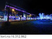 Рождественский ночной Таллин: бизнес мол (2013 год). Редакционное фото, фотограф Евгений Малахов / Фотобанк Лори