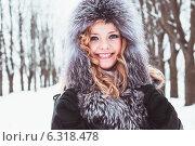Очаровательная молодая женщина в зимнем парке. Стоковое фото, фотограф Оксана Ковач / Фотобанк Лори