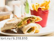 Купить «Сэндвич из питы», фото № 6318810, снято 12 июля 2014 г. (c) Оксана Ковач / Фотобанк Лори