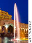 Купить «Шоу поющих фонтанов на центральной площади Еревана. Армения», фото № 6323082, снято 4 июля 2013 г. (c) Евгений Ткачёв / Фотобанк Лори