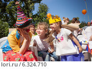 Купить «Веселые дети и клоун на детском празднике», фото № 6324710, снято 13 августа 2018 г. (c) Victoria Demidova / Фотобанк Лори