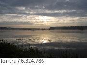Утро на озере. Стоковое фото, фотограф Максим Васильев / Фотобанк Лори