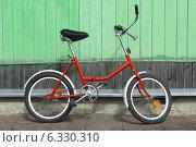 Красный велосипед. Стоковое фото, фотограф Дмитрий Грушин / Фотобанк Лори