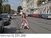 Купить «Новокузнецкая улица, Москва», эксклюзивное фото № 6331266, снято 21 августа 2014 г. (c) lana1501 / Фотобанк Лори