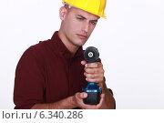 Купить «Tradesman aiming his power tool», фото № 6340286, снято 9 июня 2011 г. (c) Phovoir Images / Фотобанк Лори