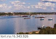 Корабли на реке Волга. Канатная дорога. (2014 год). Редакционное фото, фотограф Степанова М Е / Фотобанк Лори