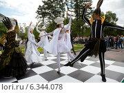 Купить «Шахматный танец во время церемонии открытия турнира Кубок Мэра по шахматам в городе Москве, 30 августа 2014», фото № 6344078, снято 30 августа 2014 г. (c) Николай Винокуров / Фотобанк Лори