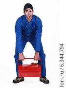 Купить «Man struggling to lift tool box», фото № 6344794, снято 28 апреля 2011 г. (c) Phovoir Images / Фотобанк Лори