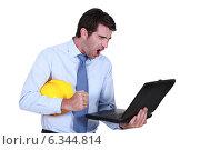 Купить «Architect shouting at laptop», фото № 6344814, снято 28 апреля 2011 г. (c) Phovoir Images / Фотобанк Лори