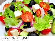 Купить «Греческий салат на белой тарелке», фото № 6345158, снято 31 августа 2014 г. (c) Мастепанов Павел / Фотобанк Лори