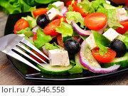 Купить «Греческий салат с вилкой на тарелке», фото № 6346558, снято 31 августа 2014 г. (c) Мастепанов Павел / Фотобанк Лори