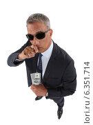 Купить «A crook holding stolen money», фото № 6351714, снято 2 мая 2011 г. (c) Phovoir Images / Фотобанк Лори