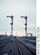 Купить «Two railway signals indicating to stop, Berlin, Germany», фото № 6352534, снято 3 ноября 2004 г. (c) Caro Photoagency / Фотобанк Лори