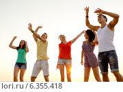Купить «smiling friends dancing on summer beach», фото № 6355418, снято 3 августа 2014 г. (c) Syda Productions / Фотобанк Лори